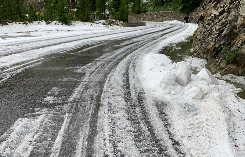 环法第十九赛段,因天气原因提前结束,德利塞朗山口改为新终点